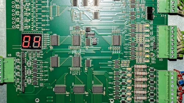 プロセッサとマザーボードの情報ボードへの抵抗 Premium写真