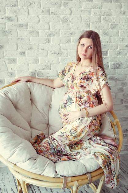 美しさ妊娠中の女性 Premium写真