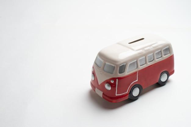赤バス貯金箱 Premium写真