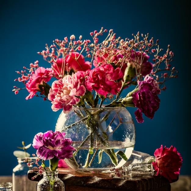 ピンクのカーネーションの花束 Premium写真