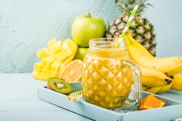 Смузи сок с семенами чиа Premium Фотографии