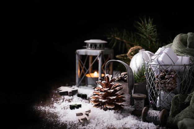 松ぼっくりでクリスマス組成 Premium写真