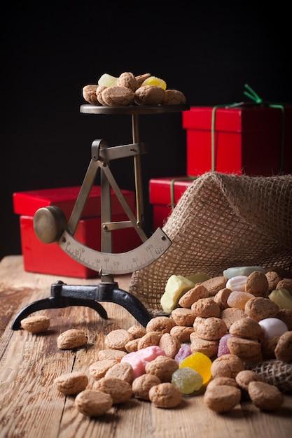 Типичные голландские сладости для синтерклаас Premium Фотографии