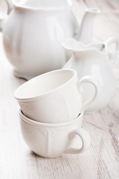 Белая посуда для чая Premium Фотографии