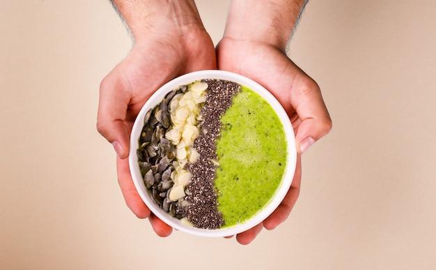 Зеленый коктейль Premium Фотографии