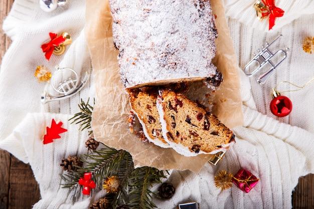 Дрезднен столлен рождественский фруктовый торт Premium Фотографии