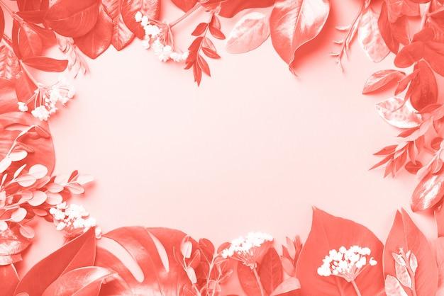 熱帯の葉で作られた創造的なフレームの背景。平干し。上面図 Premium写真