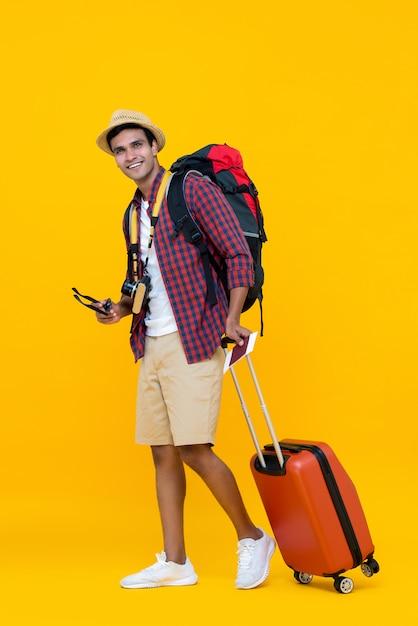 Азиатский человек готовый к его каникулам Premium Фотографии