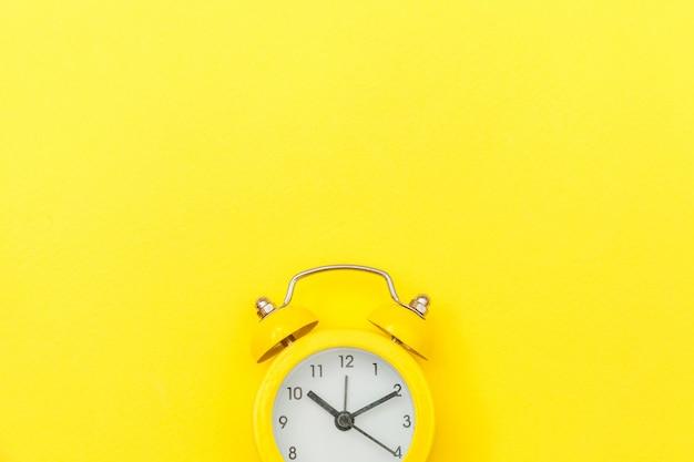 リンギングツインベルヴィンテージクラシック目覚まし時計 Premium写真