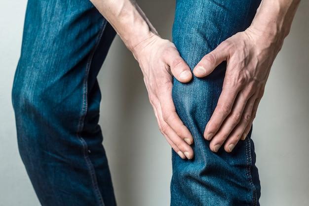 膝、半月板の痛み。 Premium写真