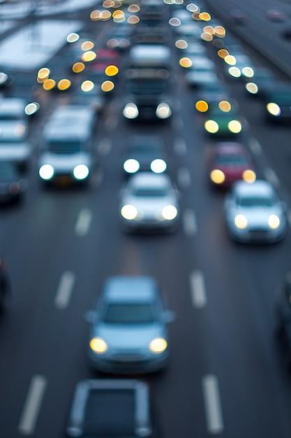 道路の渋滞。デフォーカス。 Premium写真