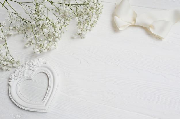 グリーティングカードのギフトボックスと手紙聖バレンタインの日 Premium写真