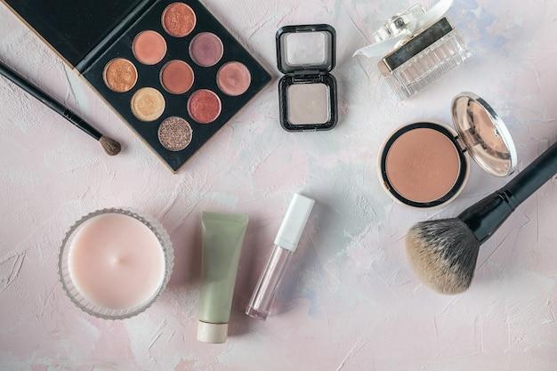 化粧品、美容、ブロガー、ソーシャルメディア、雑誌のフラットレイアウト Premium写真