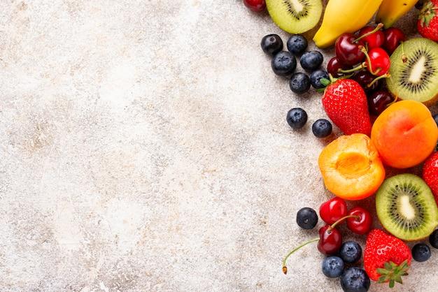 Фрукты и ягоды летние Premium Фотографии