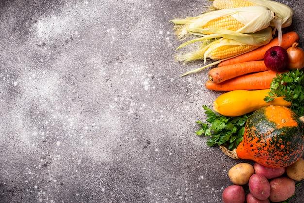 さまざまな秋野菜、収穫のコンセプト Premium写真