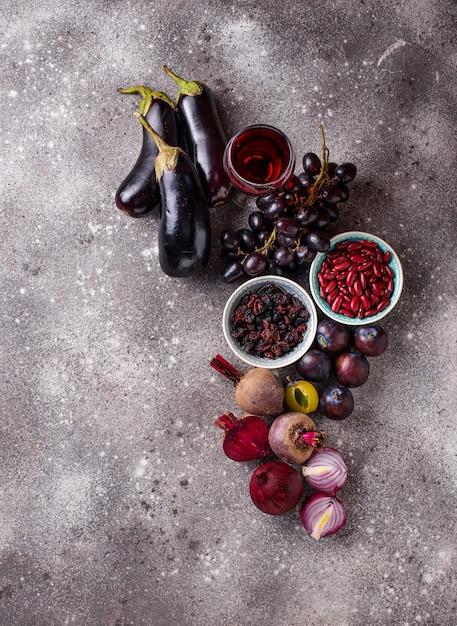 さまざまな紫色の食べ物のコレクション Premium写真