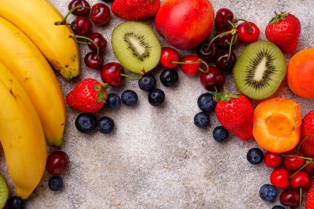 Фрукты и ягоды летний фон Premium Фотографии