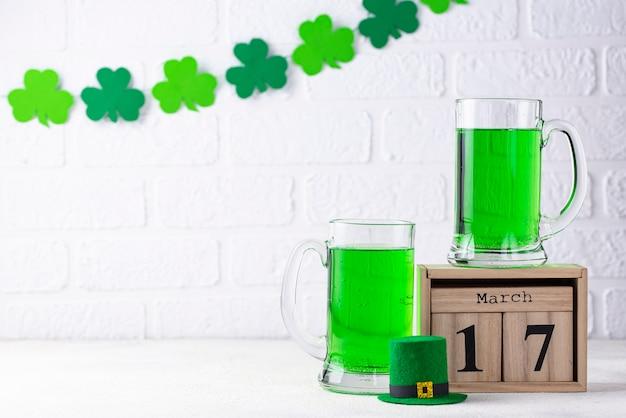 День святого патрика зеленое пиво Premium Фотографии