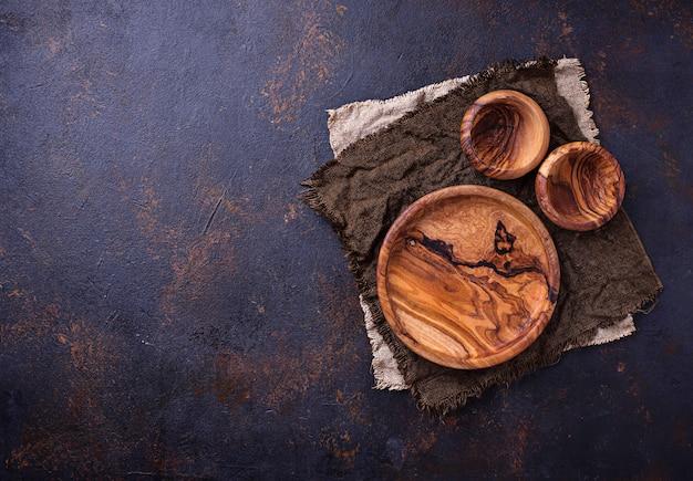空の木の板とボールのさびた背景 Premium写真
