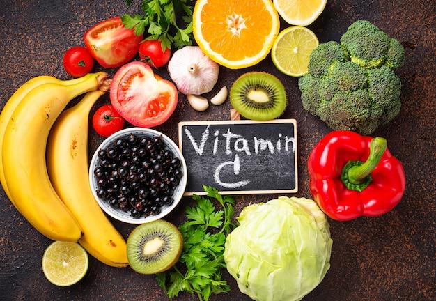Пища, содержащая витамин с. здоровое питание Premium Фотографии