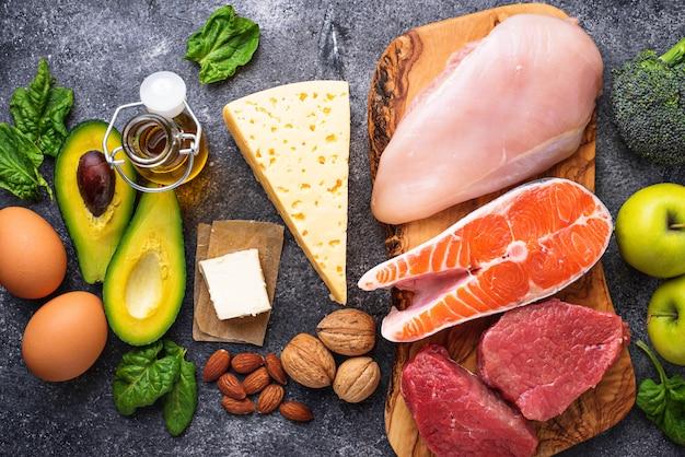 Здоровые продукты с низким содержанием углеводов. кетогенная диета. Premium Фотографии