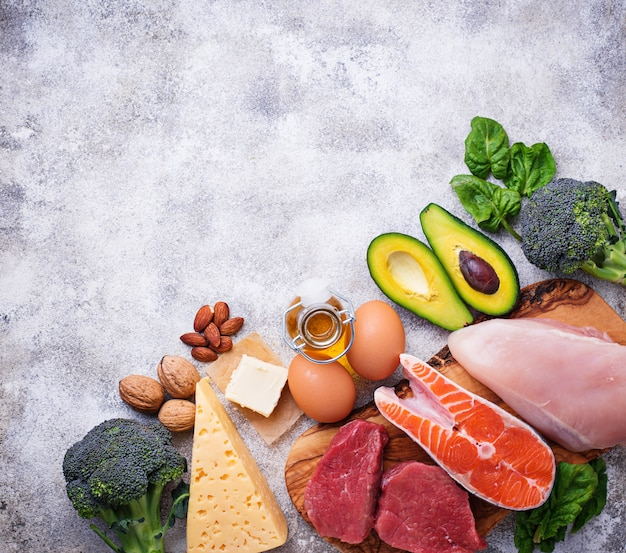 健康的な低炭水化物製品。ケトン食 Premium写真