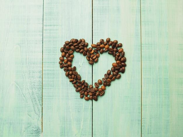 茶色の問題、コーヒー豆の中心部にコーヒー豆 Premium写真