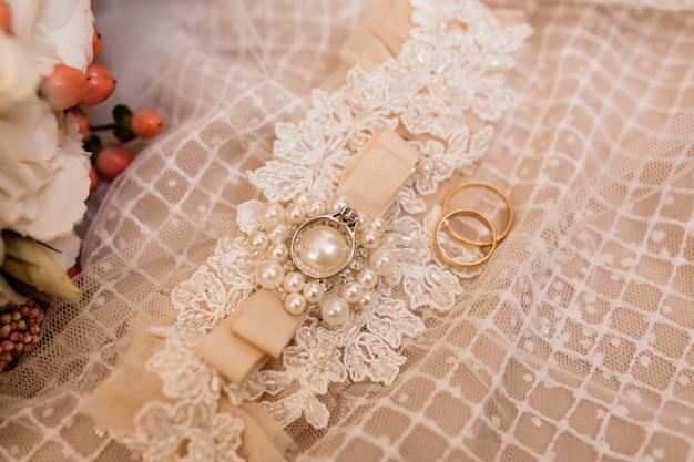 Свадебные аксессуары для невесты и обручальные кольца на свадебное платье Бесплатные Фотографии