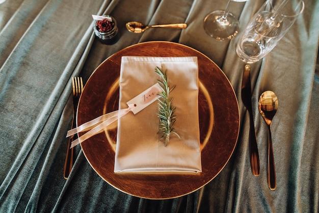Детали на сервировочном свадебном столе Бесплатные Фотографии