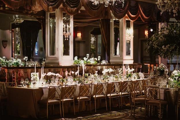 テーブルのあるレストランの美しい景色 無料写真
