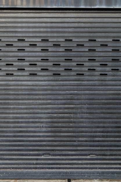 閉じた金属板のドア Premium写真