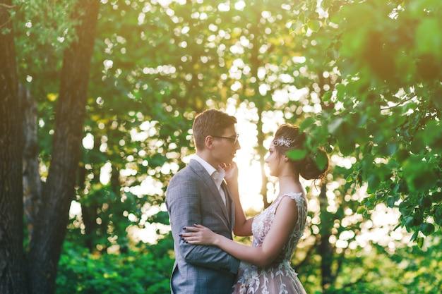 若いカップルの肖像画 Premium写真