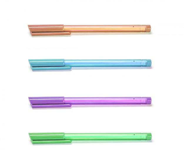 白い背景で隔離のクローズアップカラーペン Premium写真