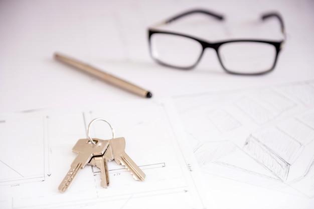 家の計画のクローズアップキー。 Premium写真