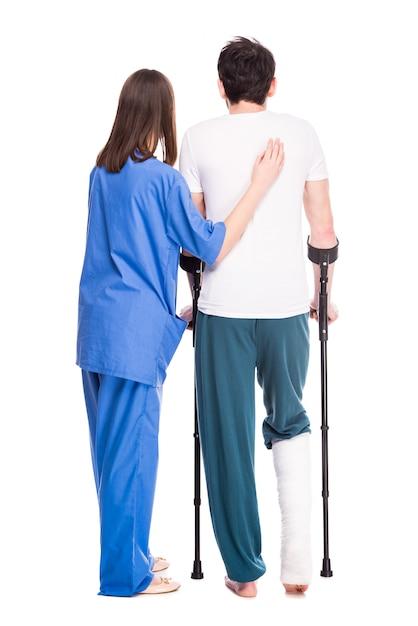 Вид сзади опытный врач ассистент своего пациента. Premium Фотографии