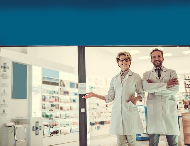 Пара фармацевтов Premium Фотографии
