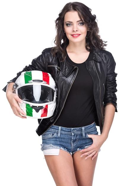 Портрет привлекательной молодой женщины с шлемом. Premium Фотографии