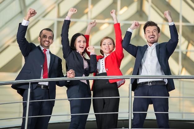 成功した国際ビジネス人チーム Premium写真