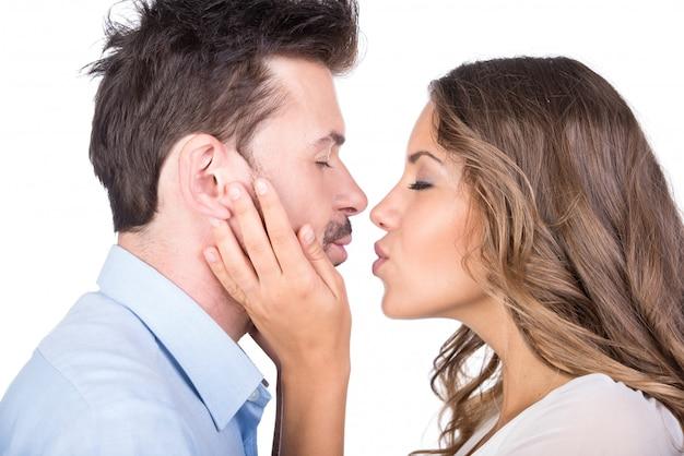分離されたキス愛のカップル Premium写真