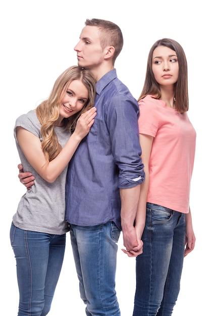 男が女の子を抱擁している間、彼は別の手を握っています。 Premium写真