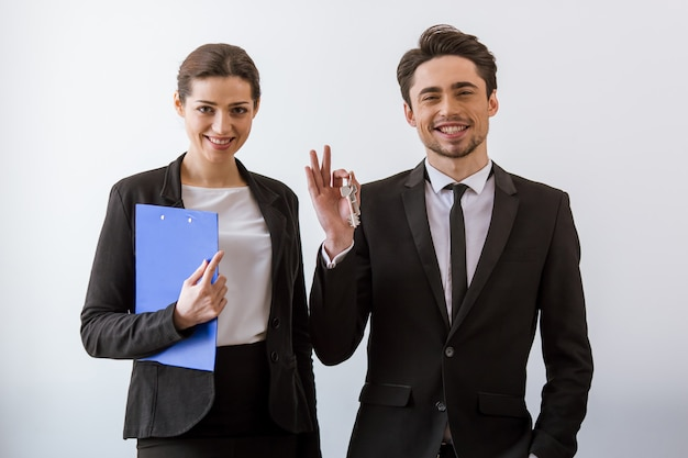 古典的な魅力的なビジネス人々は笑みを浮かべてします。 Premium写真