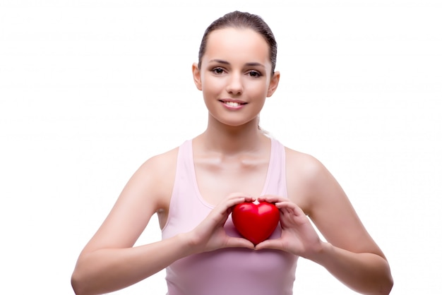 Молодая женщина с красным сердцем на белом Premium Фотографии