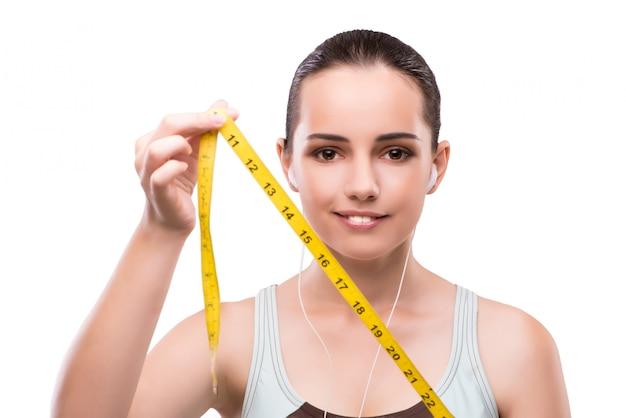 食事療法の概念のセンチメートルを持つ若い女 Premium写真