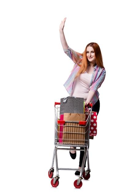 ショッピングカートと白で隔離されるバッグを持つ女性 Premium写真