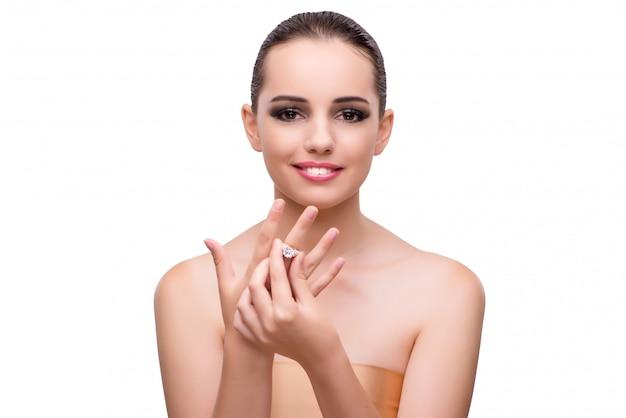 白で隔離婚約指輪を持つ若い女 Premium写真