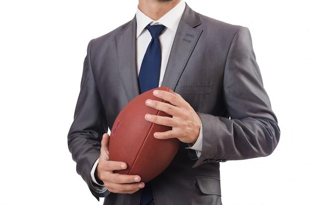 白で隔離アメリカンフットボールのボールを持つ男 Premium写真