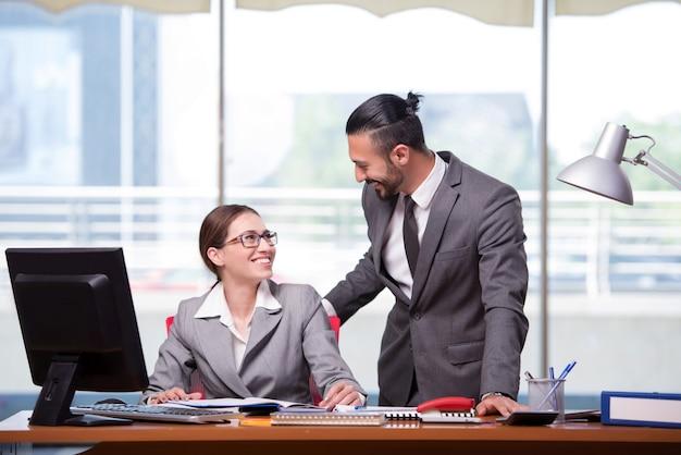 女と男のビジネスコンセプト Premium写真