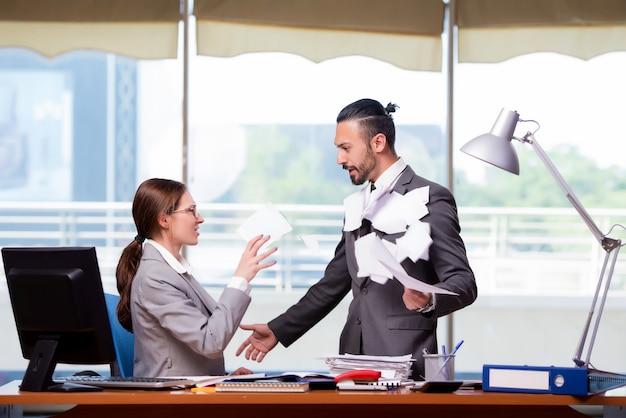 ビジネスコンセプトの男女 Premium写真