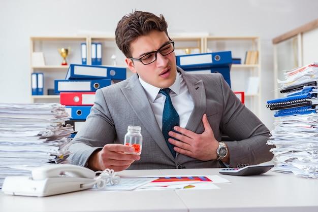 ストレスに対処するために薬を服用している実業家 Premium写真