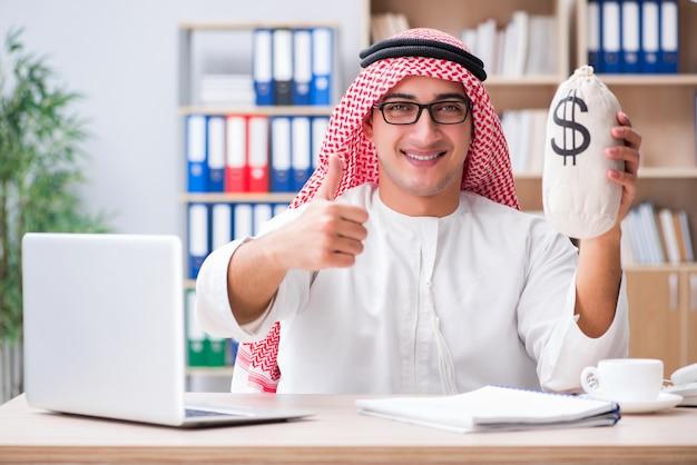 若いアラブのビジネスマン Premium写真